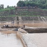 Cứu hộ thành công 7 người bị kẹt giữa đập tràn Nam Thạch Hãn