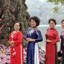 Người dân Hà Nội diện áo dài nô nức đi du xuân sáng mùng 1 Tết