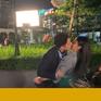 Hướng dương ngược nắng: Hậu trường cảnh Việt Anh cưỡng hôn Lương Thu Trang với bao ánh mắt hiếu kỳ dõi theo