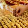 Vì sao giá vàng trong nước bỏ xa giá vàng thế giới?