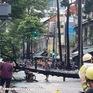 Cây bật gốc đè 2 người ở trung tâm TP Hồ Chí Minh