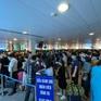 Sân bay Tân Sơn Nhất đông nghịt hành khách trong cao điểm sáng