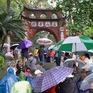 Hơn 30.000 người đội mưa 'chen chân' đổ về Đền Hùng trong 2 ngày cuối tuần