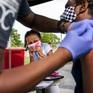 Điểm tuần quốc tế: Cuộc đua cung cấp vaccine COVID-19 cho thế giới có thể mới chỉ bắt đầu