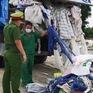 Bắt quả tang xe tải đổ trộm chất thải