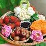 Dân Hà Nội hào phóng chi tiền triệu mua mẹt hoa cúng Tết Đoan Ngọ