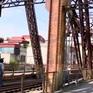Cầu Long Biên xuống cấp trầm trọng tạo nút thắt trong vận tải đường sắt