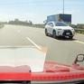 Đi ngược chiều trên cao tốc, tài xế Lexus bị phạt 17 triệu đồng, tước giấy phép lái xe 6 tháng