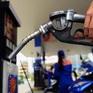 Giá xăng có thể lại tăng mạnh vào ngày mai