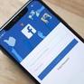 "Apple đang khiến Facebook ""hoảng loạn"""