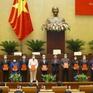 Trao Nghị quyết của Quốc hội về công tác cán bộ