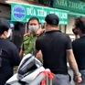 """Phạt kịch khung đôi vợ chồng gây rối đòi """"thông chốt"""" kiểm dịch ở chợ Yên Phụ"""