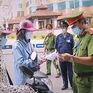 Muôn kiểu giấy thông hành đối phó chốt kiểm dịch ở Hà Nội
