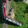 Tàu hỏa va chạm với xe tải và trật bánh tại Ba Lan, nhiều người bị thương