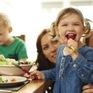 """Bí quyết """"dỗ trẻ ăn uống lành mạnh"""" của bố mẹ Nhật Bản"""