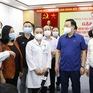 Chủ tịch Quốc hội thăm hỏi, động viên các cán bộ y tế tình nguyện vào tâm dịch