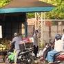 Hà Nội: Đang giãn cách xã hội, vẫn có người bán hàng rong, thậm chí… đi chơi