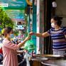 """Hà Nội: Khách hàng hồ hởi, quán ăn """"cháy hàng"""" trong ngày đầu mở bán trở lại"""