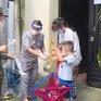 Bộ đội làm lồng đèn trao trẻ em nghèo ở TP Hồ Chí Minh dịp Trung thu