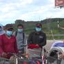 """12 ngư dân đạp xe hơn 1.000km từ Nam Định về Kiên Giang, bị """"kẹt"""" ở Đắk Nông"""