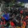 Người dân chạy xe máy về quê bị kẹt, ùn tắc tại cầu số 10 trên QL1A