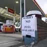 Anh rơi vào tình trạng khủng hoảng xăng dầu, người dân xếp hàng từ sáng sớm mua xăng tích trữ