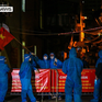 Hà Nội: Khoảnh khắc vui mừng dỡ phong tỏa ổ dịch ở phường Thanh Xuân Trung