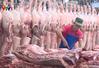 Giá lợn hơi xuống thấp, người tiêu dùng vẫn phải mua thịt giá cao